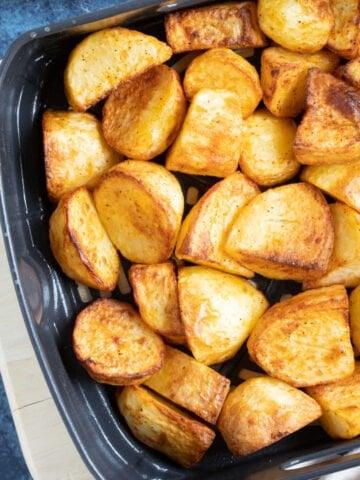 Roast potatoes in an air fryer.