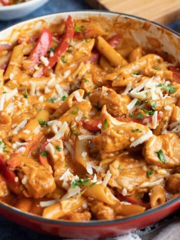 A pan of creamy bbq chicken pasta.