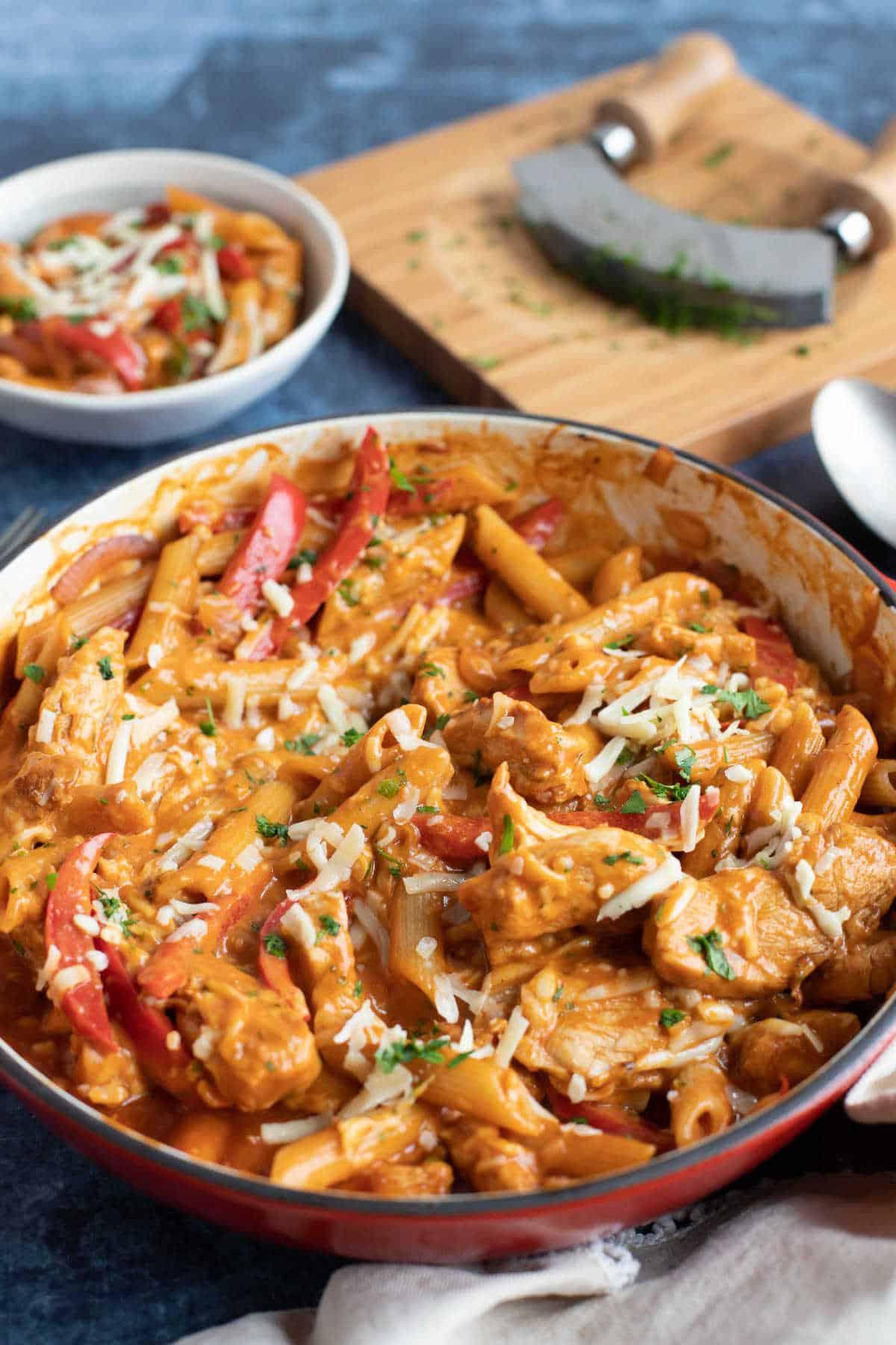 A pan of bbq chicken pasta.