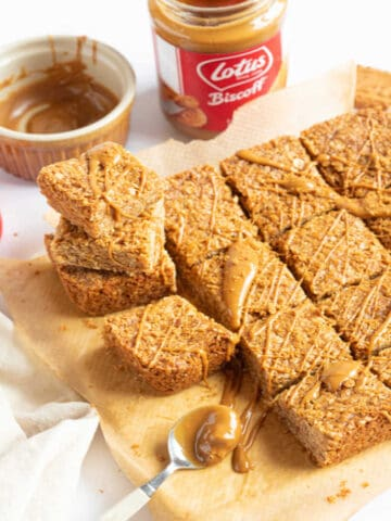 Biscoff flapjacks web story cover.