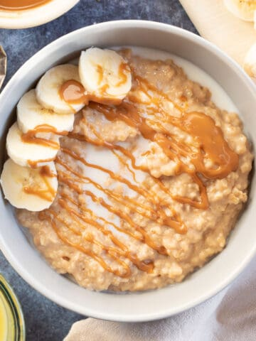 Biscoff porridge topped with banana slices.