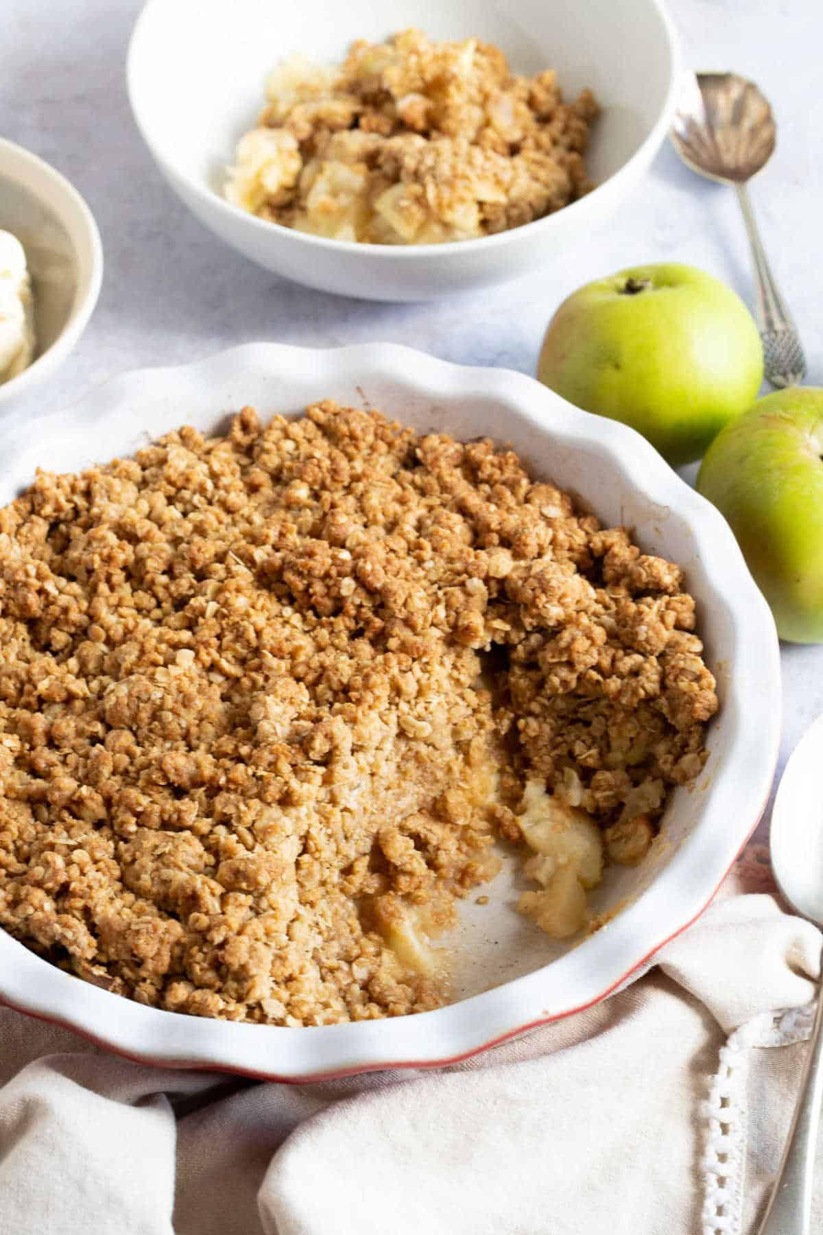 Cinnamon apple crumble in a pie dish.