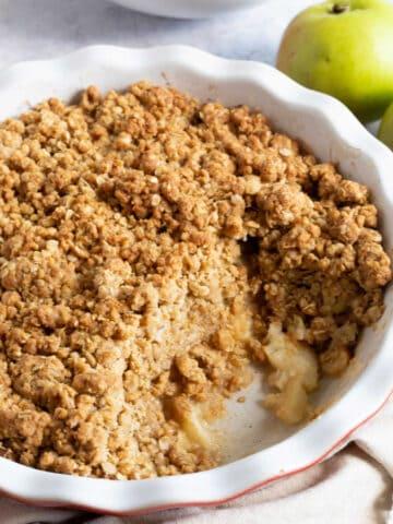 Easy cinnamon apple crumble in a pie dish.